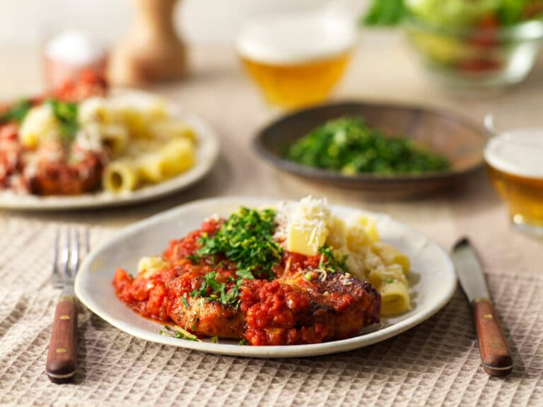 Fläskkotlett med tomatsås och gremolata