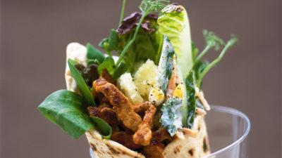Tandooriwraps med potatis och grönsaks-tsatsiki
