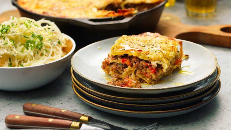 Lasagne med lammfärs, fårost och vitkål
