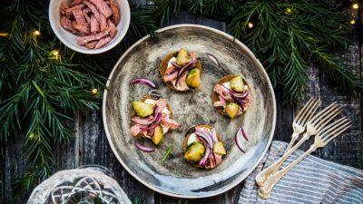 Kavring med julkorv, brysselkål och brynt smör