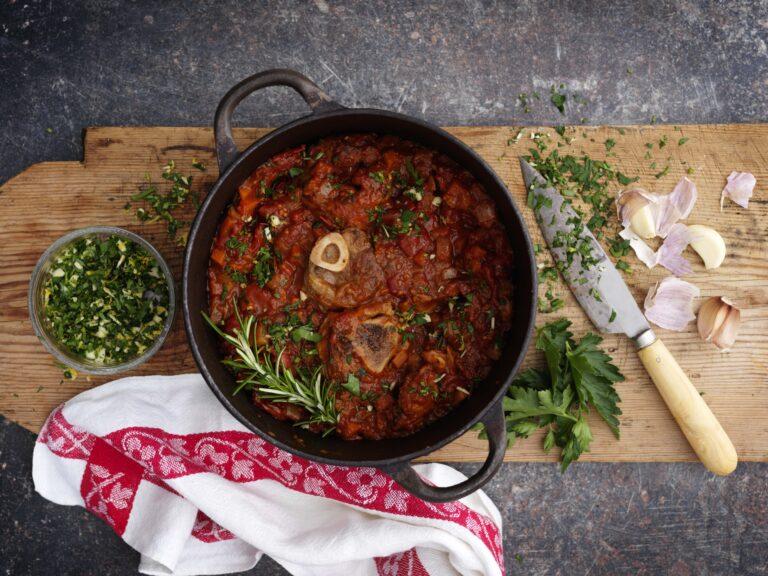 Glömt lamm med pasta, gremolata och riven ost